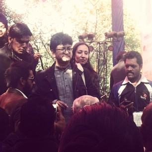 Prasoon Joshi and Shabana Azmi leave the stage surrounded by fans