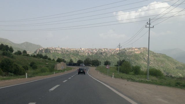 Driving on the highway to Amedia, the city on the Citadel. This Kurdish region seems to have well-maintained driving lanes.