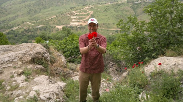 Picking some Poppies below the Bahdinan Gate