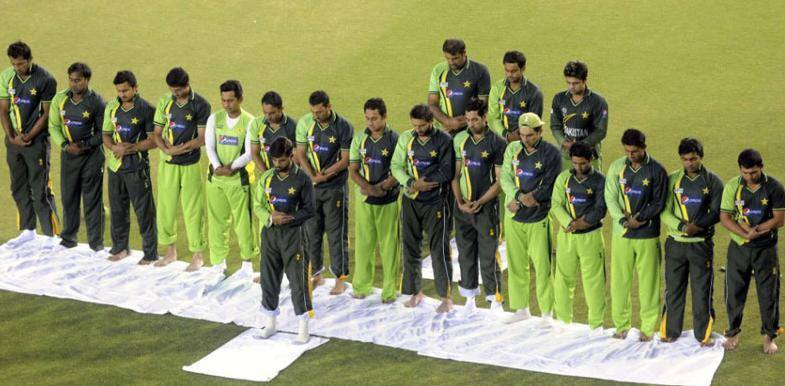 Pakistan Team Praying